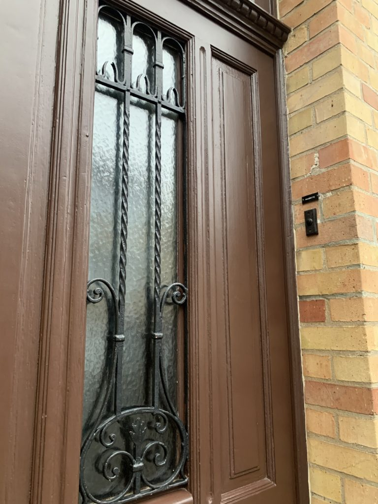 マグリットの家の玄関ドア