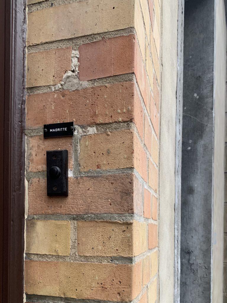 マグリットの家の玄関アップ